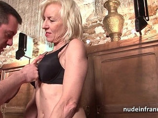 Sexy amateur french mature deep analized with cum mouth in a bar